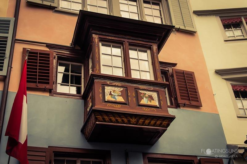 A colorful balcony jutting out of the building in the historic district, Zurich